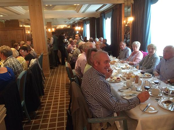 PMA Members enjoying lunch before visiting Buckingham Palace