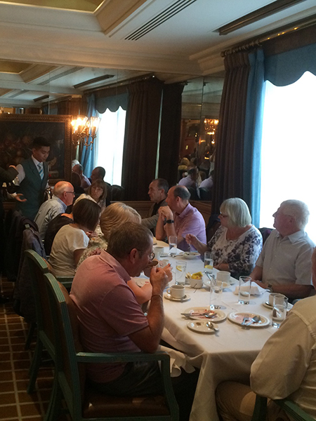 PMA Members enjoying lunch before visiting Buckingham Palace