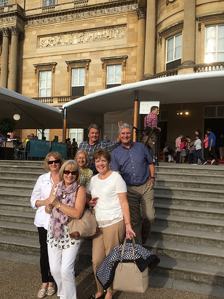 PMA Members enjoying a trip to Buckingham Palace